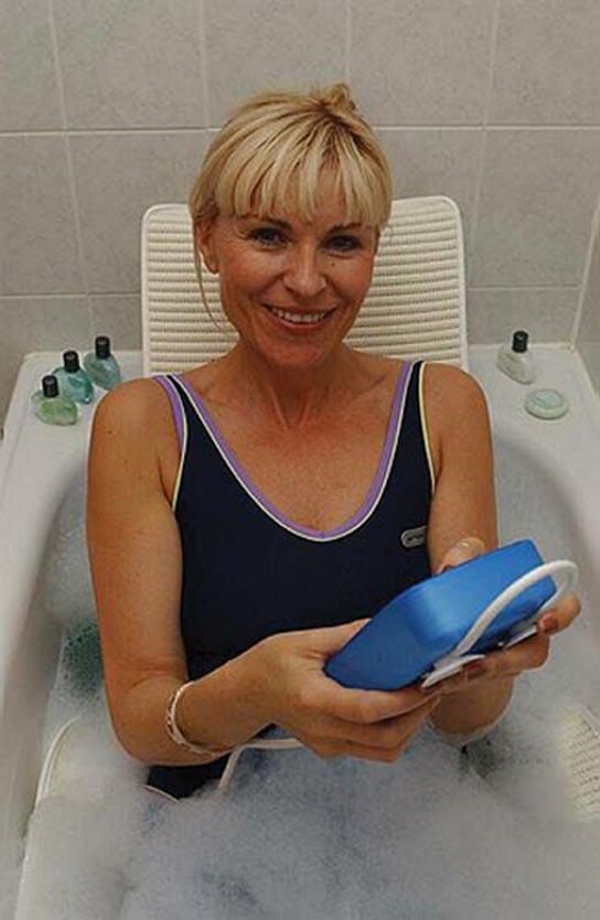 aquajoy-premier-plus-reclining-bathlift-bl100-dr-drive-medical-4.jpg
