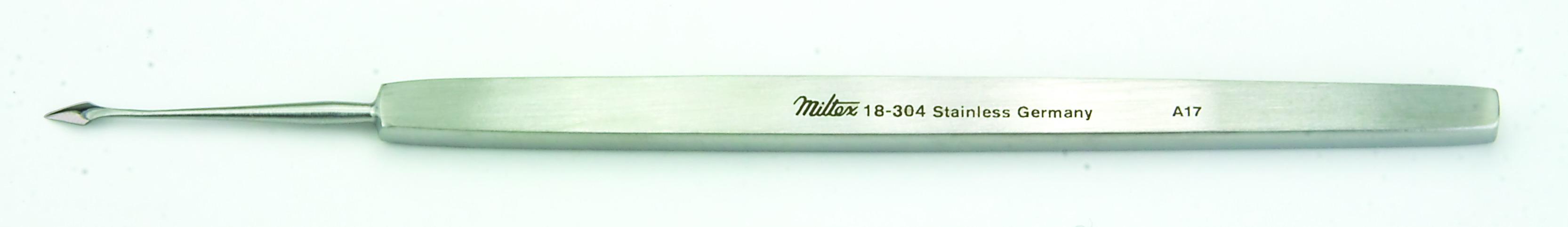 walter-corneal-spud-4-5-8-118-cm-curved-blade-4-mm-18-304-miltex.jpg