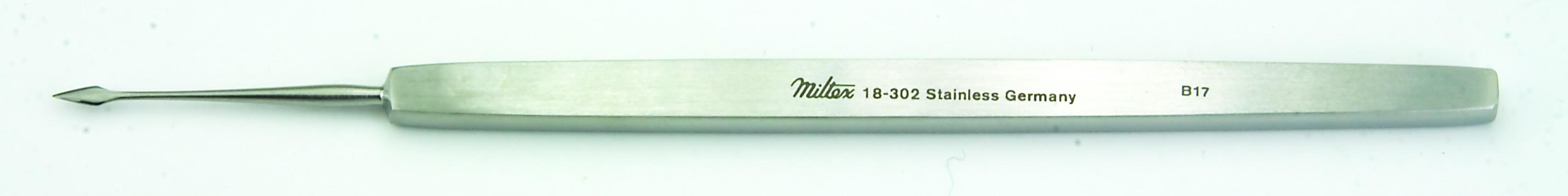 walter-corneal-spud-4-5-8-118-cm-straight-blade-4-mm-18-302-miltex.jpg