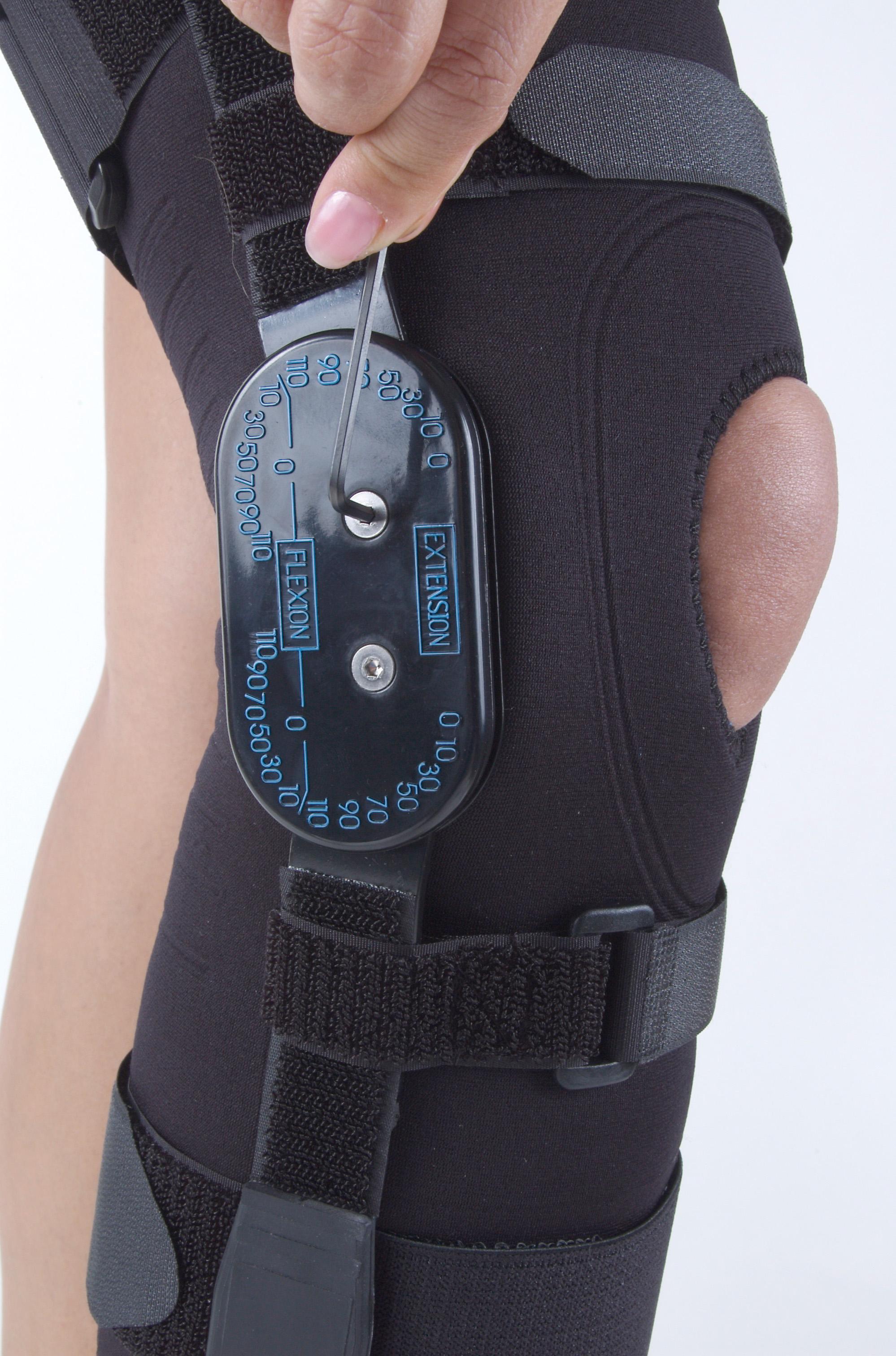form-fit-multi-functional-knee-brace-blk-md-503155blk-ossur-os378604-2.jpg